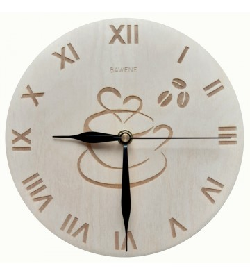 drewniany zegar ścienny z kawą